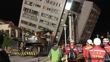 Terremoto en Indonesia deja al menos 16 muertos y más de 250 personas atrapadas