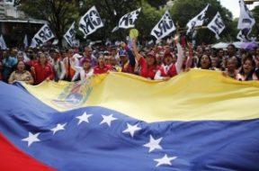 Chavistas respaldan a Maduro
