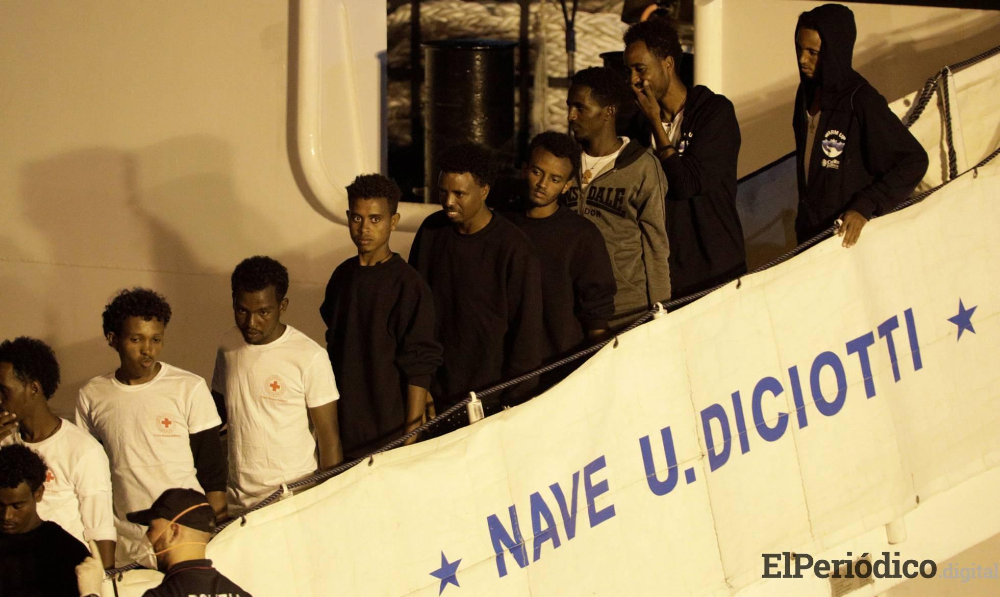 el domingo 26 de agosto, desembarcaron 138 inmigrantes africanos, en el puerto de Catania-Italia. Que se encontraban a bordo de la embarcación guarda costa Diciotti.