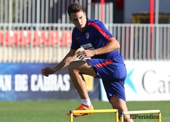 El martes 31 de agosto, el Atlético de Madrid confirmo el fichaje del lateral derecho colombiano Santiago Arias como refuerzo de los colchoneros.