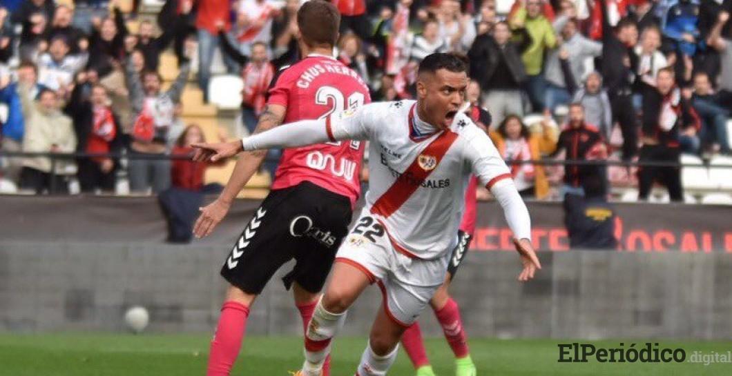 El 24 de agosto del 2018, en la ciudad de Madrid-España, el Rayo Vallecano hizo oficial la llegada de Raúl de Tomás en calidad de préstamo por un año