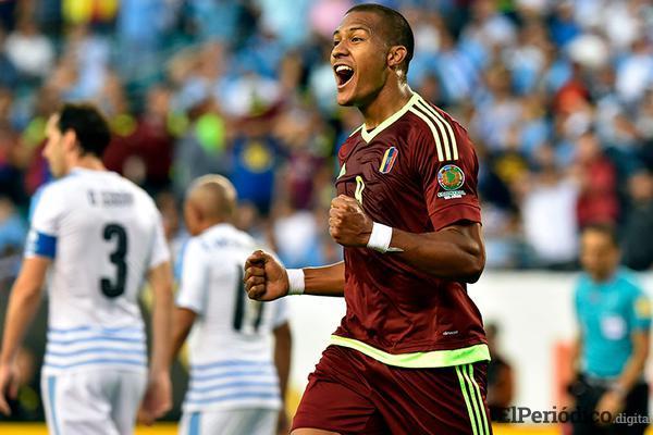 El martes 6 de agosto del 2018, el Newcastle United hizo oficial la contratación de Salomón Rondón en calidad de préstamos por un año.
