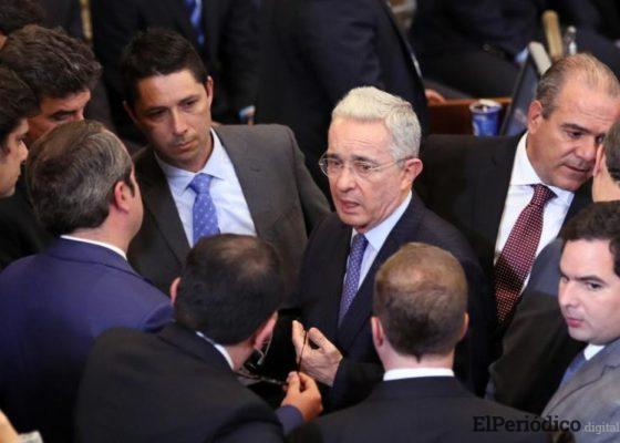 Álvaro Uribe seguirá formando parte del Senado en Colombia, así lo dio a conocer el día 1 agosto a traves de su cuenta twitter.