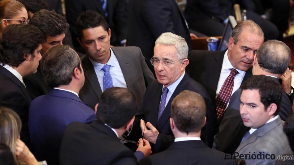 Ex presidente de Colombia, Álvaro Uribe, no renunciará al Senado