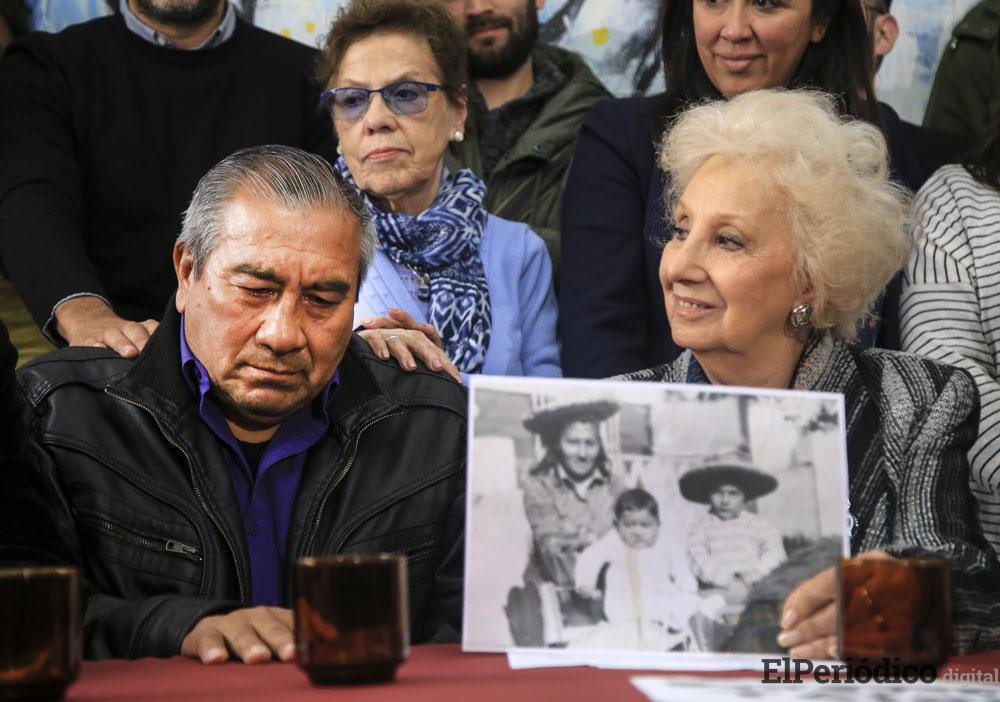 Abuelas de Plaza de mayo celebran el encuentro de otro nieto secuestrado durante la dictadura militar