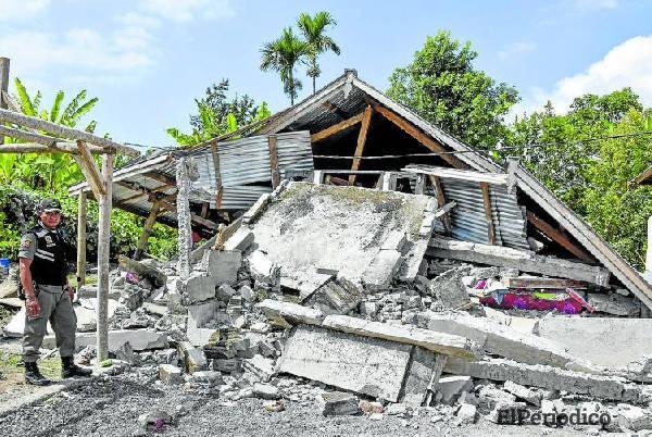 Un nuevo sismo en indonesia de magnitud 7 grados sacudió a la Isla Lombok este domingo, dejando decenas de heridos y hasta el momento 39 muertos.