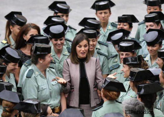 la-reina-letizia-visita-guardia-civil