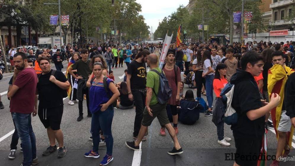 En territorio catalán, el CDR recuerda el famoso referéndum del 1-0. En dicho evento, se exigió el reconocimiento de Cataluña como República independiente.
