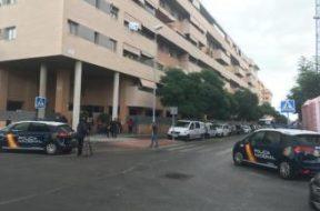 Muere una niña tras ser arrojada desde un sexto piso en Málaga