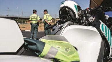 asdfasdf-guardia-civil-de-trafico-cobra-mas-por-multar-mas-asi-son-sus-primas