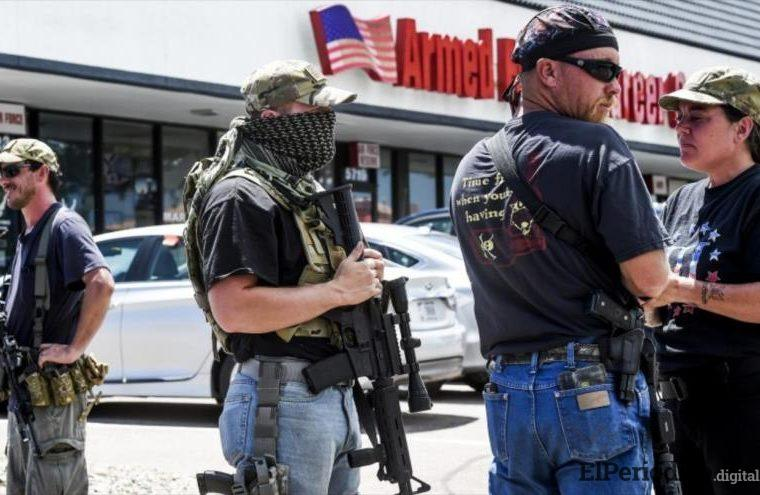 """Ciudadanos armados de EEUU viajarán hasta las fronteras con México para """"detener"""" a los inmigrantes"""