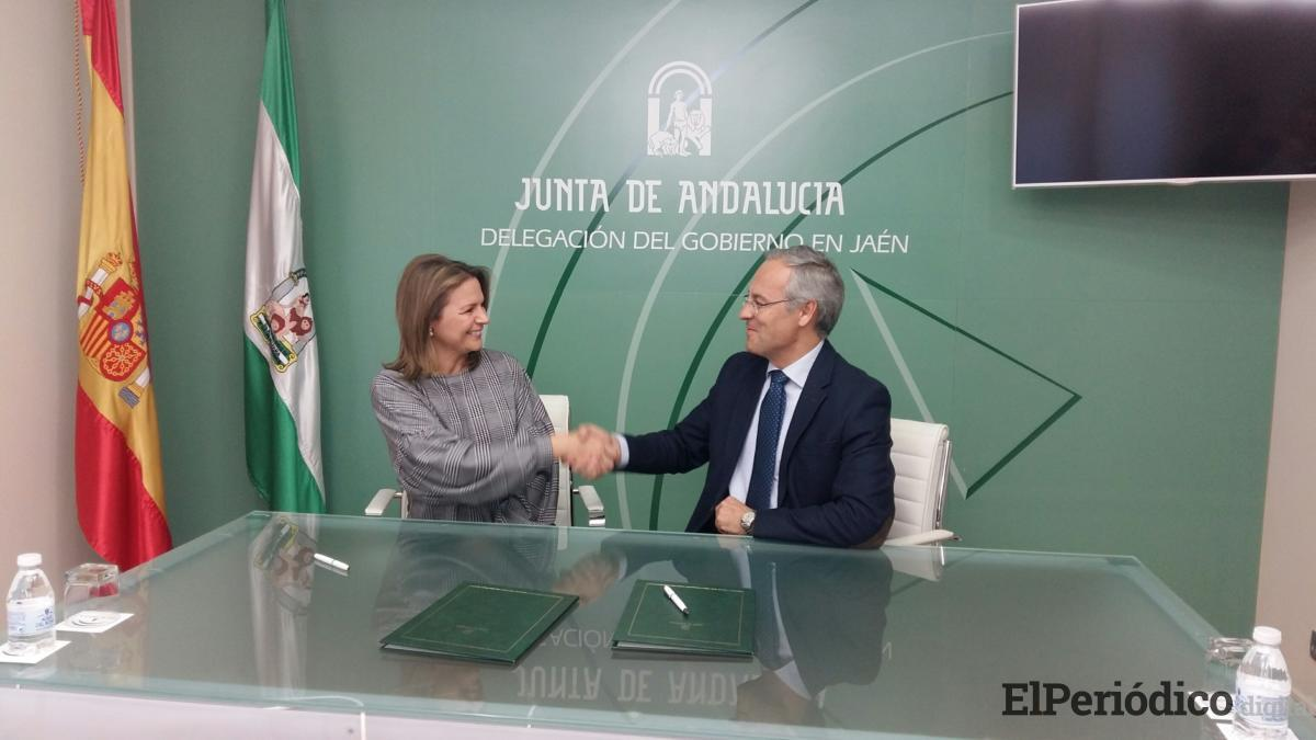 La Junta y la UJA firman un convenio para la realización de prácticas formativas en la Delegación del Gobierno