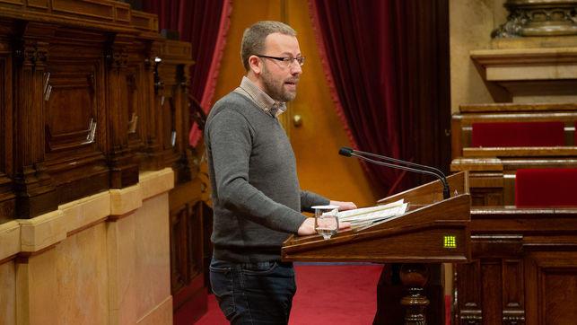 """El pleno del Parlament declara """"antidemocrática y antisocial"""" la Constitución"""