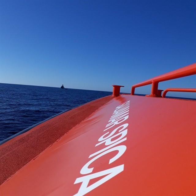 Salvamento Marítimo Rescata en aguas de Almería una patera con 11 cadáveres y 33 supervivientes, uno fallecido después en el hospital
