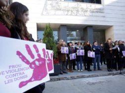 Burriana-mostrar-solidaridad-violada-NocheviejaEDIIMA20190103049220.jpg