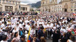 Miles de colombianos salieron a la calle para marchar contra el terrorismo