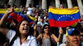 Es entrega la primera ayuda humanitaria y con esto Guaidó supera el cerco de Maduro