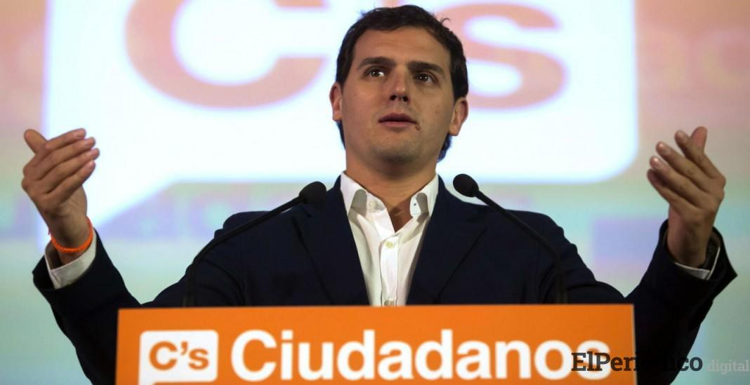 """Sánchez es """"peligroso"""" para España, dice Rivera. Por lo que le exige que dé la cara ante el Congreso"""