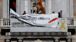 Quim Torra cambia el color de los lazos y continúa desobedeciendo a la Junta Electoral