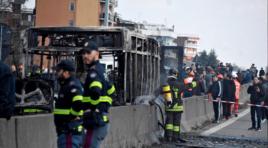 Imperdonable, conductor senegalés decidió incendiar un autobús con niños para vengarse de las políticas de Salvini
