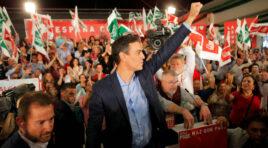 Pedro Sánchez toma la delantera ganando votos con Podemos y PP, y orienta su esfuerzo hacia los indecisos