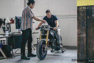 Nueva motocicleta eléctrica de geometría variable con radar de 360º y cámara trasera 1