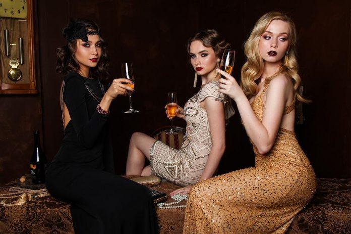 chicas con vestidos de fiesta