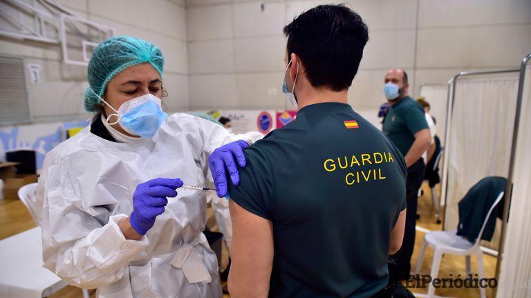 La vacunación por autonomías: abril va a ser el punto de inflexión para alcanzar al 70% de la población