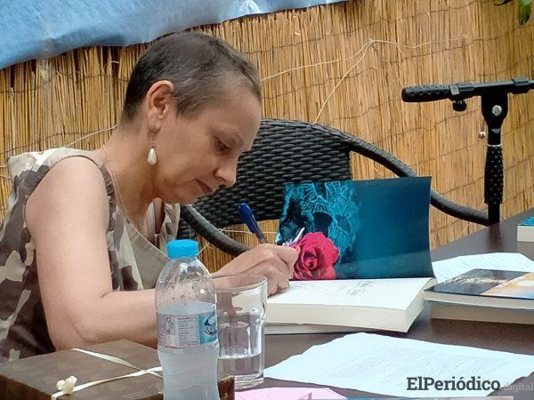 """La escritora María Lucas homenajea a las mujeres que sufren cáncer de mama en su nuevo libro """"Cuentos de luz y de agua"""" 3"""